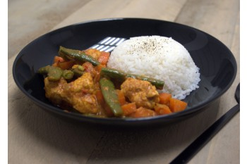 Curry met kokosmelk, kip en winterpeen